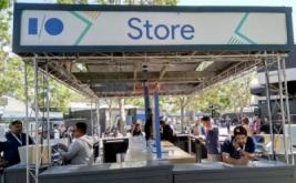 Booth pada Google I/O 2017 di Mountain View, California, Amerika Serikat, menjajakakan merchandise.