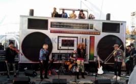Mini konser musik pada hari pertama Google I/O 2017 di Mountain View, California, Amerika Serikat, Rabu (17/5/2017) waktu setempat. Acara ini berlangsung selama tiga hari, mulai Rabu-Jumat (17-19 Mei).