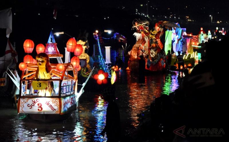 Warna-warni Perahu Hias Ramaikan Festival BKB 2017 di Semarang
