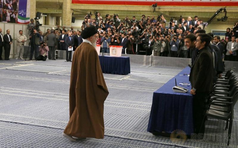 Pemimpin Tertinggi Iran Salurkan Suara pada Pemilu Iran