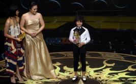 Adriyan Bima meraih penghargaan Indonesian Movie Actor Awards (IMAA) 2017 di Plenary Hall MNC News Center, Jakarta Pusat, Kamis (18/5/2017) malam. Adriyan Bima berhasil meraih penghargaan tersebut lewat Film Bangkit.