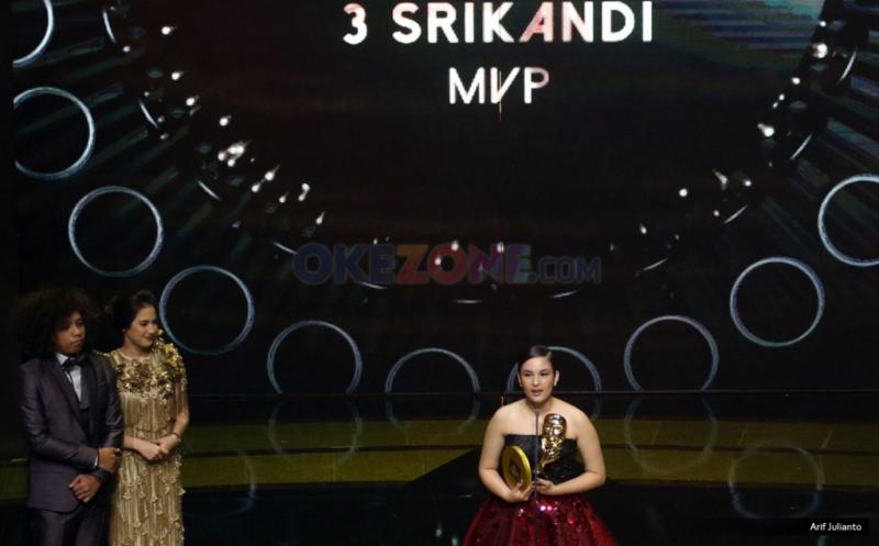 Chelsea Islan meraih piala pada ajang Indonesian Movie Actors Awards (IMAA) 2017 di Plenary Hall MNC News Center, Jakarta Pusat, Kamis (18/5/2017) malam. Chelsea Islan meraih piala sebagi Pemeran Wanita Pendukung Terbaik pada Film 3 Srikandi.