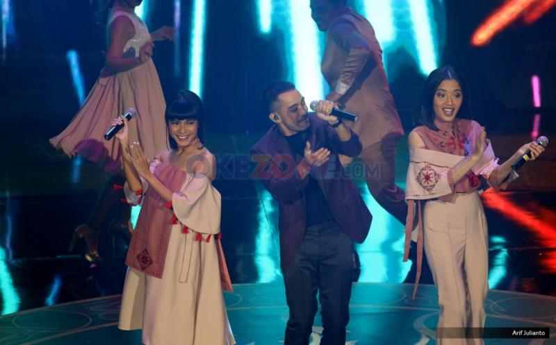 "Grup vokal Gamaliel Audrey Cantika (GAC) memeriahkan panggung Indonesian Movie Actors Awards (IMAA) 2017 di Plenary Hall MNC News Center, Jakarta Pusat, Kamis (18/5/2017) malam. Mengusung tema ""Glamour Night"", IMAA 2017 menghadirkan sederet musisi papan atas seperti Noah, GAC, Maudy Ayunda, Ari Lasso, Sheryl Sheinafia, Lala Karmela serta Berlian Hutauruk."