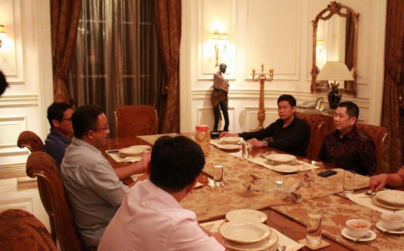 Ketua Umum Partai Perindo Hary Tanoesoedibjo menerima kunjungan gubernur DKI Jakarta terpilih Anies Baswedan  dan wakil gubernur DKI terpilih Sandiaga Uno di kediaman, Jakarta, Jumat (19/5/2017) malam. Ketiganya membicarakan strategi mempersempit kesenjangan, membangun kesejahteraan masyarakat ibu kota ke depan.