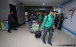 Tim Nasional (Timnas) Futsal Indonesia U-20 saat tiba di Terminal 3 Bandara Internasional Soekarno-Hatta, Cengkareng, Selasa (23/5/2017).Kepulangan mereka disambut para keluarga karena berhasil membawa bendera Merah Putih tampil di ajang AFC Futsal Championship U-20 2017 dari 16-26 Mei 2017, berhasil keluar menjadi juara grup setelah bersaing melawan empat negara lainnya yakni Jepang, Vietnam, Taiwan dan Tajikistan.