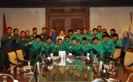 Ketua Umum Federasi Futsal Indonesia Hary Tanoesoedibjo (HT) berfoto bersama dengan para pemain Timnas Futsal U-20 usai berlaga di AFC U-20 Futsal Championship 2017 di MNC Tower, Jakarta, Selasa (23/5/2017). Meski harus mengakui keunggulan Thailand, penampilan Timnas membanggakan karena berhasil masuk perempat final dari 21 negara dan menduduki peringkat satu di grup B.