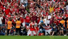 Selebrasi Aaron Ramsey usai mencetak gol ke-2 bagi Arsenal bersama Herctor Bellerin pada Final FA Cup di Wembley Stadium, Minggu (28/5/2017) dini hari. Reuters / Andrew Yates