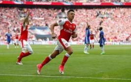 Alexis Sanchez saat melakukan selebrasi usai mencetak gol pertama pada Final FA Cup di Wembley Stadium, Minggu (28/5/2017) dini hari. Reuters / Andrew Yates
