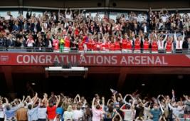 Selebrasi tim Arsenal saat meraih juara FA Cup 2017 usai mengalahkan Chelsea dengan skor 2-1 di Wembley Stadium, Minggu (28/5/2017) dini hari WIB. Reuters / Darren Staples