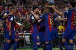 Pemain Barcelona Lionel Messi merayakan gol pertamannya bersama tim pada pertandingan Copa del Rey di Vicente Calderon, Madrid, Spanyol, Minggu dini hari (28/5/2017). Reuters / Sergio Perez