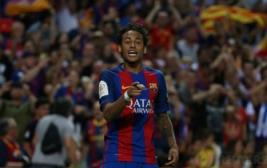 Pemain Barcelona Neymar merayakan gol kedua bagi Barcelona pada pertandingan Copa del Rey di Vicente Calderon, Madrid, Spanyol, Minggu dini hari (28/5/2017). Reuters / Sergio Perez
