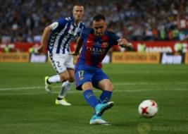 Paco Alcacer saat mencetak gol ketiga bagi Barcelona pada pertandingan Copa del Rey di Vicente Calderon, Madrid, Spanyol, Minggu dini hari (28/5/2017). Reuters / Sergio Perez