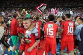 Marco Verratti merayakan kemenangan bersama tim usai meraih piala Coupe de France setelah mengalahkan Angers di Stade de France, Sabtu (27/5/2017) atau Minggu dinihari WIB. Reuters / Pascal Rossignol  . Reuters / Pascal Rossignol