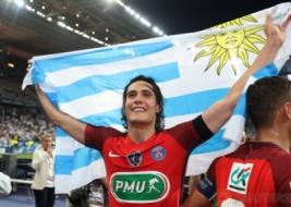 Edison Cavani merayakan kemenangan usai meraih piala Coupe de France setelah mengalahkan Angers di Stade de France, Sabtu (27/5/2017) atau Minggu dinihari WIB. Reuters / Pascal Rossignol  . Reuters / Pascal Rossignol