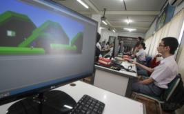 <p>  Kegiatan yang diikuti oleh 30 pelajar SMK tersebut bertujuan untuk mengembangkan kreatifitas siswa dalam membuat aplikasi permainan untuk ponsel pintar sekaligus mengembangkan 'technopreneurship' mereka.</p>