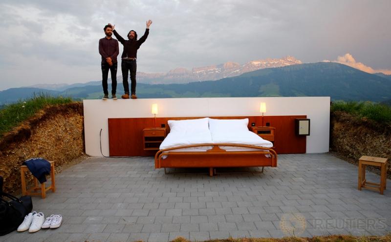 Sensasi Kesejukan Bermalam di Hotel Tanpa Dinding dan Atap di Ketinggian 3.937 kaki
