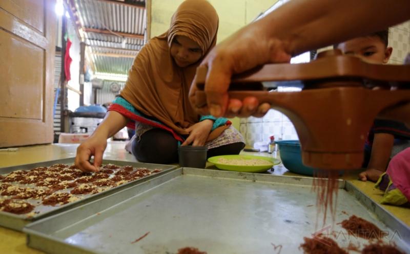 Perajin Kue Kering Kebanjiran Pesanan Jelang Lebaran