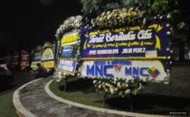 JULIA PEREZ MENINGGAL: Karangan Bunga untuk Mendiang Jupe Terus Berdatangan