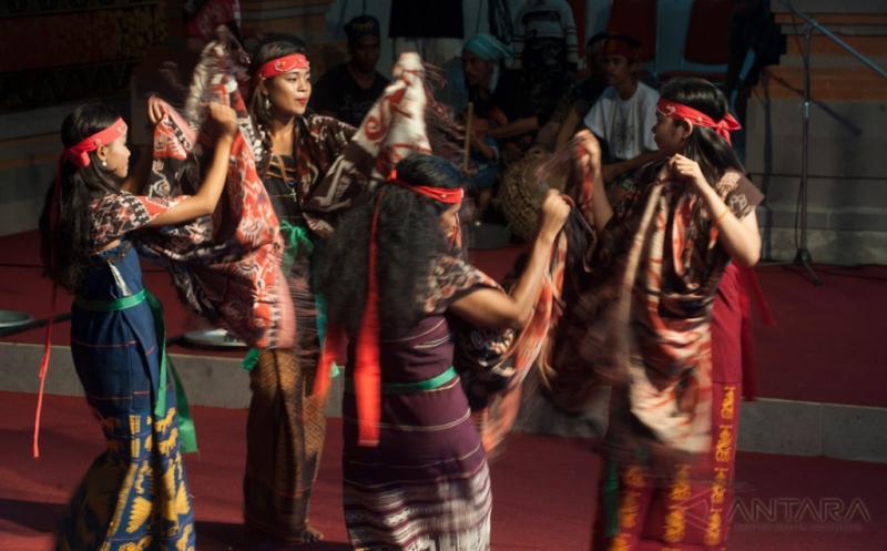 Pagelaran Kesenian NTT pada Pesta Kesenian Bali ke-39