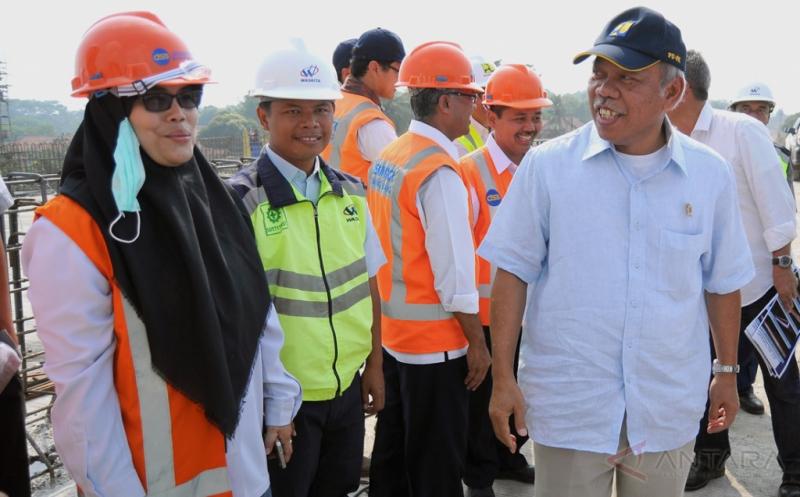 Menteri PUPR Tinjau Pintu Keluar Tol Kandeman Batang