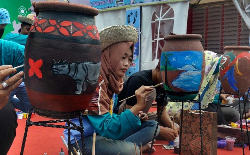 Kreasi Gerabah Lukis untuk Hidupkan Wisata Banten