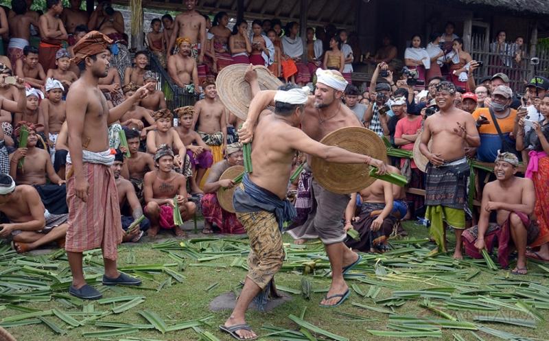 Tradisi Tahunan Perang Pandan, Bentuk Penghormatan Dewa Kemakmuran