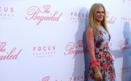 Dress Panjang Motif Bunga Jadi Pilihan Nicole Kidman pada Pemutaran The Beguiled