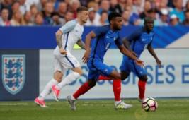 Thomas Lemar pada pertandingan persahabatan Prancis vs Inggris di Stade de France, St Denis, Prancis, Rabu (14/6/2017) dini hari WIB. Anak asuh Didier Deschamps berhasil meraih kemenangan 3-2. Reuters / Charles Platiau