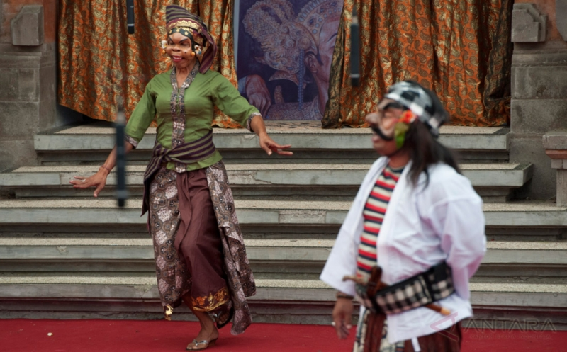 Pementasan Dramatari Topeng Bondres Inovatif