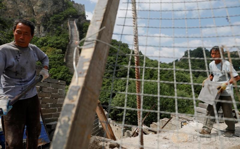 Melihat Lebih Dekat Aktivitas Pekerja Saat Perbaiki Tembok Besar China