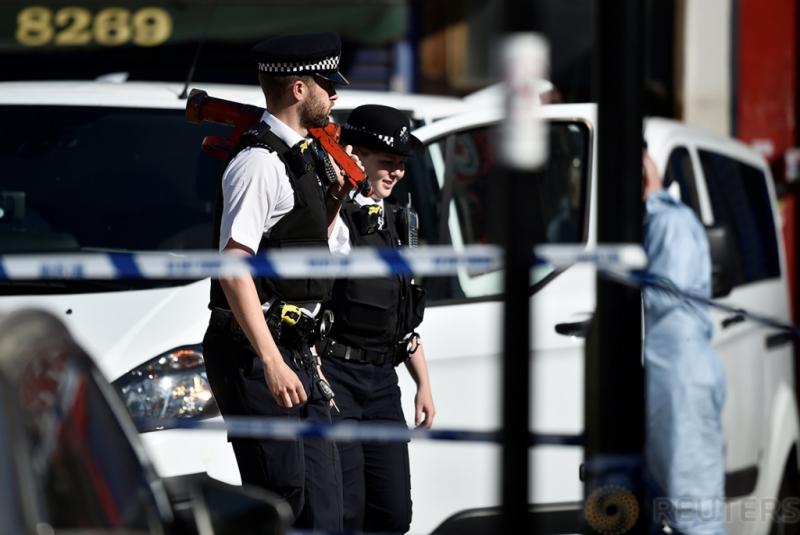 Tim Forensik Investigasi Lokasi Penabrakan Jamaah Masjid Finsbury Park