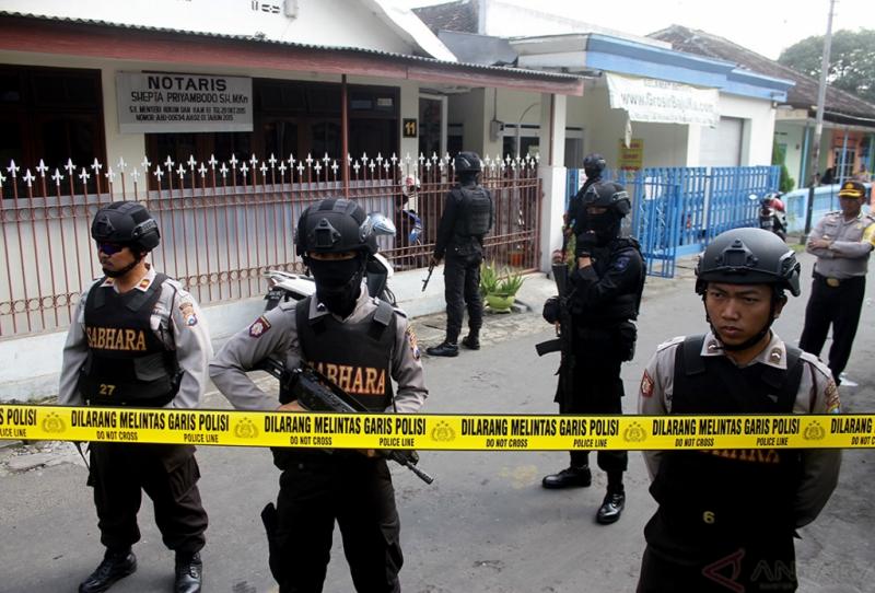 Penggeledahan Rumah Terduga Teroris di Jawa Timur