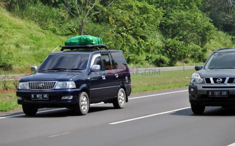 Pemudik Lengkapi Kendaraan dengan Bagasi Atas untuk Barang Bawaan