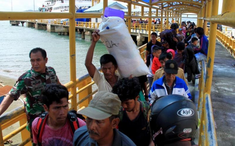 INFO MUDIK 2017 : Pelabuhan Simboro Mulai Dipadati Pemudik yang Merantau di Kalimantan Timur