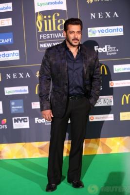 Aktor Tampan Salman Khan Hadir di IIFA Awards 2017