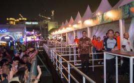 Hadir di Kerumunan Anak Muda, Jokowi Ikut Menikmati Festival Musik WTF
