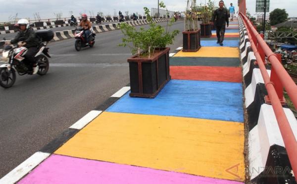 Trotoar Warna Warni Perindah Kota Bekasi