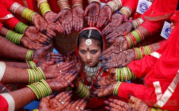 Hiasan Pacar Henna Pada Pernikahan Massal Pasangan Muslim Di
