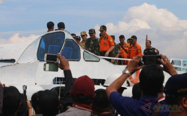 Panglima TNI dan Kapolri Tinjau Pencarian Korban Kapal Tenggelam di Danau Toba