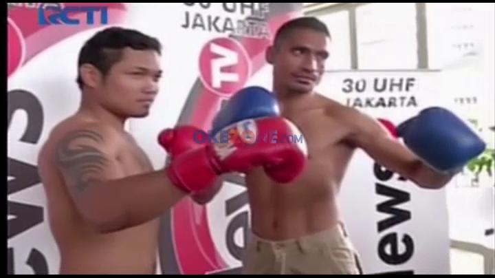 Duel Tinju Roy Mukhlis vs Allan Tanada