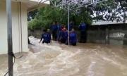 Banjir di Cipinang Indah, Petugas Berusaha Membuat Tanggul Dadakan