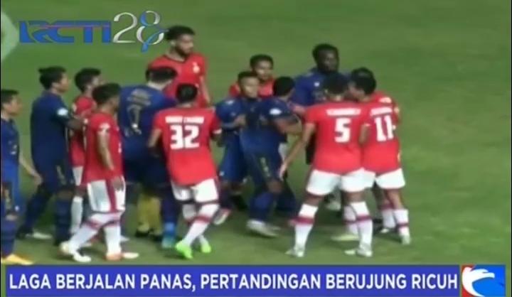 Laga Berjalan Panas, Pertandingan Persib vs Persija Berujung Ricuh