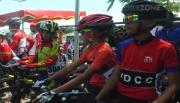 Kelelahan, Pembalap Sepeda Cilik Sempoyongan dan Nyaris Pingsan